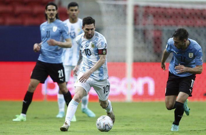 copa-america:-argentina-le-gano-1-0-a-uruguay-con-lionel-messi-como-figura